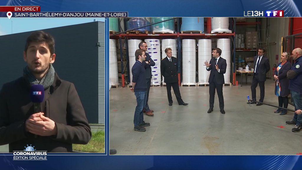 Coronavirus : Emmanuel Macron visite une usine de fabrication de masques