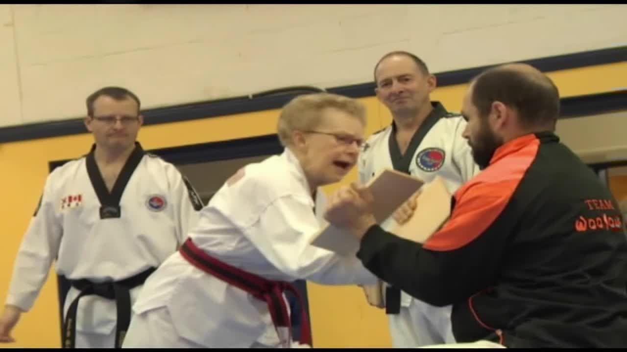 VIDEO - A 72 ans elle décroche sa ceinture noire de Taekwondo ! - LCI 47ffe8578cf