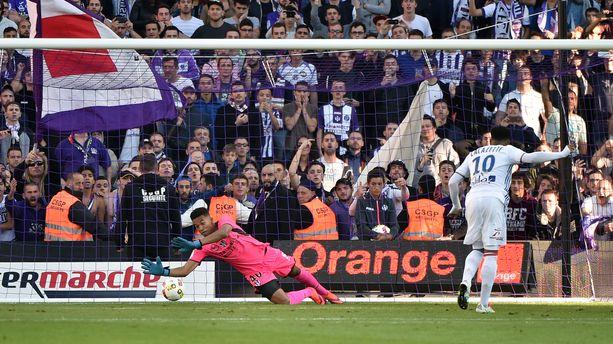 Ligue 1 : l'OL s'impose à Toulouse (2-1), Bruno Genesio souffle