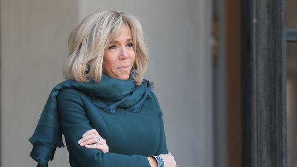 Brigitte Macron reçoit Valérie Trierweiler et Carla Bruni-Sarkozy à déjeuner jeudi