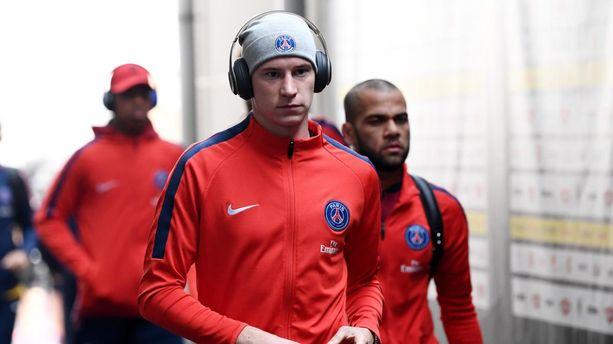 PSG-Real Madrid (1-2) : Julian Draxler tacle Unai Emery à la gorge