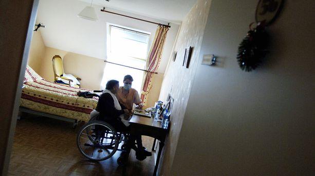 Coronavirus : plus de10 000 morts en France