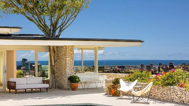 Elvis Presley : sa villa de Beverly Hills en location sur AirBnB pour environ 3000 euros la nuit