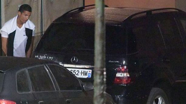 PHOTOS - Quand Cristiano Ronaldo fait sa pause pipi dans les rues de Saint-Tropez