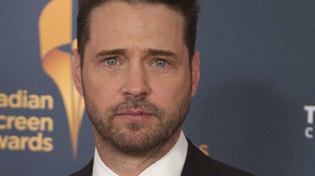 Jason Priestley balance sur Brad Pitt et Shannen Doherty