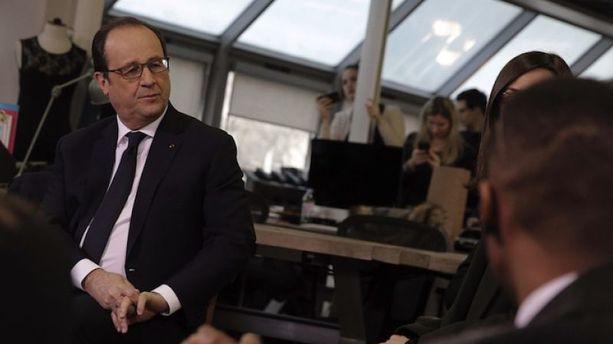 VIDEO - Pris au piège de sa com', Hollande se fait insulter sur Periscope