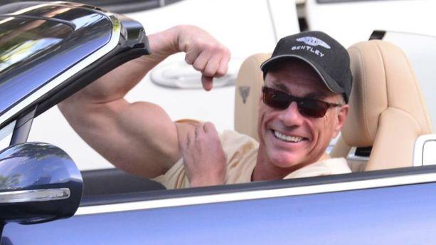 PHOTOS - JCVD roule en Bentley... Un clin d'oeil à Hervé Renard ?