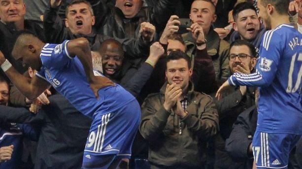 "Le ""vieillard"" Eto'o guide Chelsea"