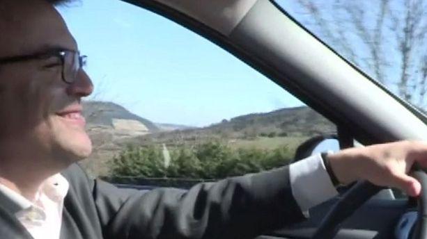 VIDEO - Quand Thomas Thévenoud chante et clashe Jenifer