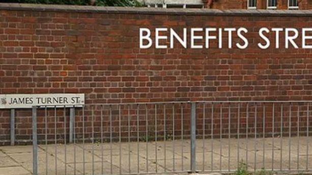"Angleterre: la ""rue des allocations"" qui fait scandale"