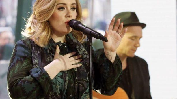 Adele se serait-elle inspirée de Charles Aznavour ?