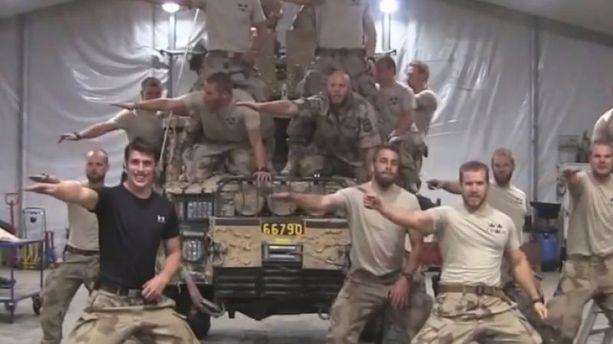 Des soldats suédois parodient Grease en Afghanistan