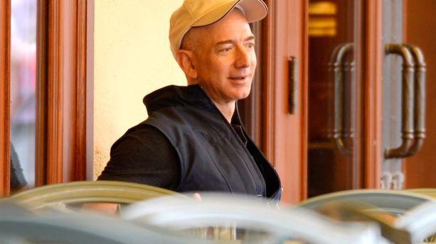Amazon : Jeff Bezos évacué en urgence des Galapagos