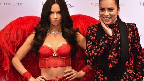 PHOTOS - Victoria's Secret : Adriana Lima dévoile sa statue de cire chez Madame Tussaud's à New York