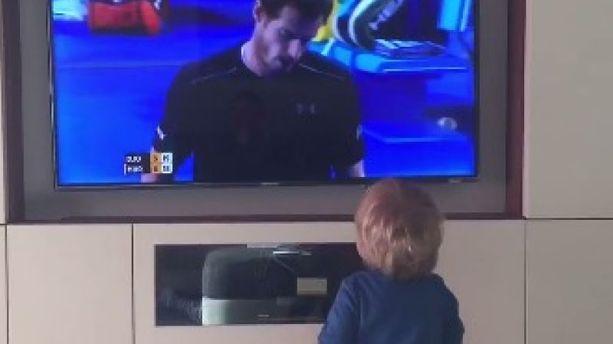 VIDÉO - Novak Djokovic fait vibrer son fils devant sa télé