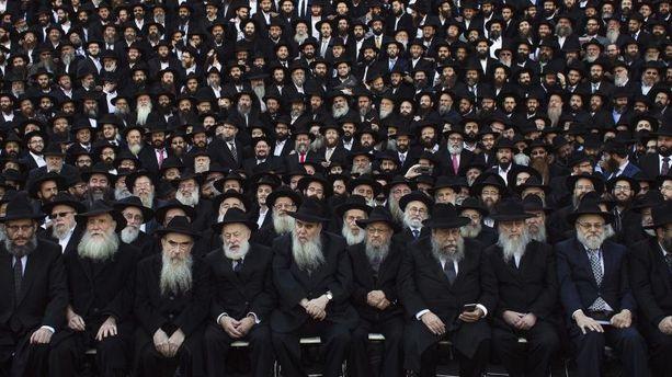 PHOTOS - 4000 rabbins prennent la pose à New York devant un drone