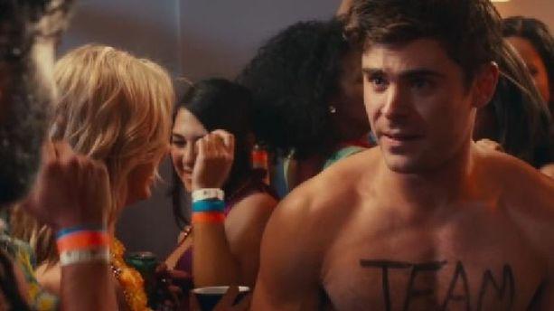 Vidéo - Zac Efron danse nu la Macarena dans ''Dirty Grandpa''