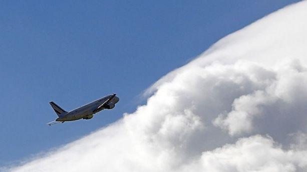 Crash d'avion : quelles zones les compagnies évitent-elles de survoler ?