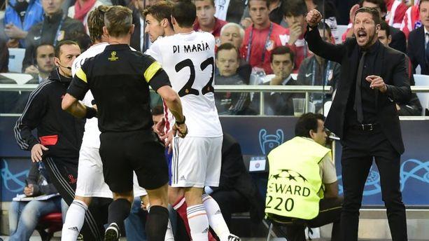 VIDEO - Quand Simeone pète les plombs contre Varane
