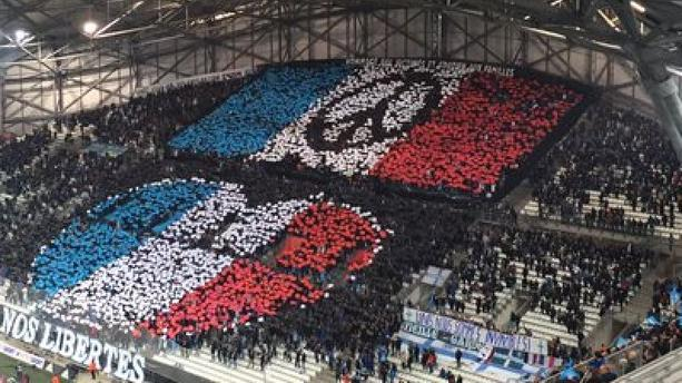 Le très joli tifo des Ultras de l'OM en hommage aux victimes des attentats