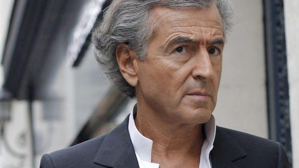 """BHL dégage"" : Bernard-Henri Lévy malmené à son arrivée en Tunisie"