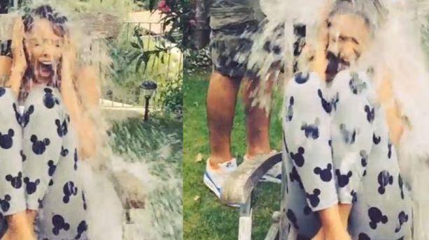 Nabilla relève le défi du Ice Bucket Challenge