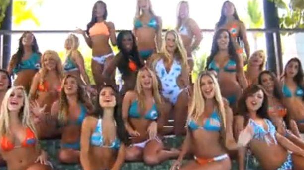 VIDEO - Les pompom girls des Miami Dolphins chantent en bikini