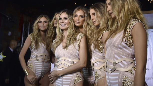 PHOTOS - Pour Halloween, Heidi Klum s'est offerte 5 clones (presque) parfaites