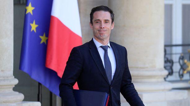 "Voyages en avion : ""la double vaccination sera la pierre angulaire pour retrouver un trafic normal"", selon Jean-Baptiste Djebbari"