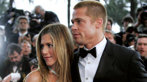Jennifer Aniston a soufflé ses 50 bougies en présence de... Brad Pitt