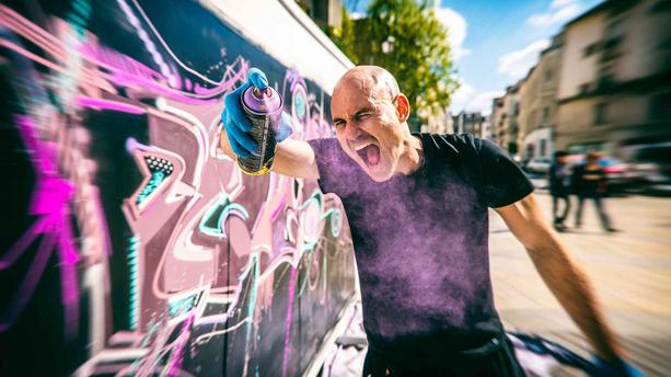 "A la rencontre de Jo di Bona, le ""pop graffeur"" qui colore le quotidien"