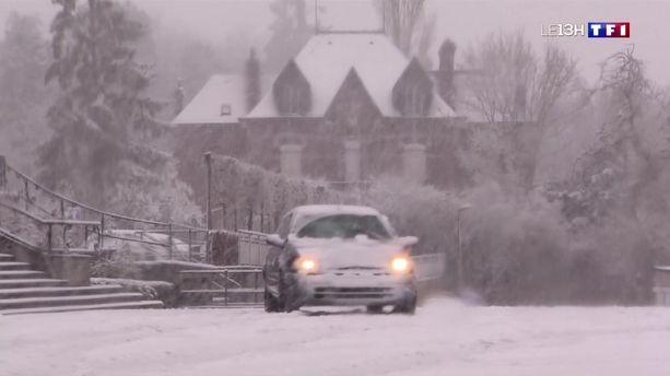 Nord : la neige tombe abondamment à Anor