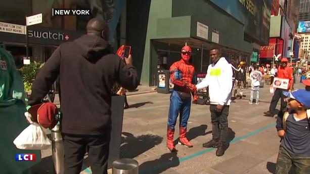 VIDÉO - Quand Mamoudou Gassama serre la main de Spider-Man à New York