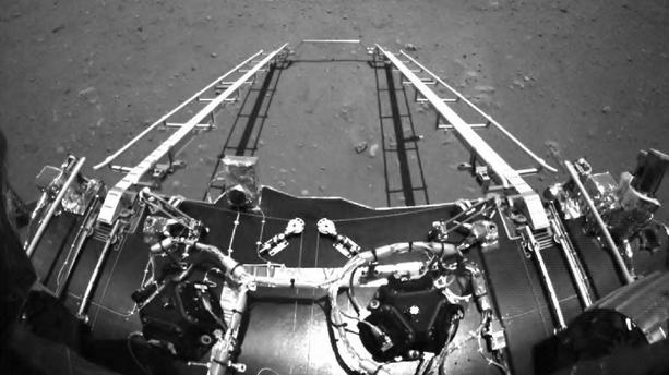 "Le robot mobile chinois ""Zhurong"" commence à explorer Mars"