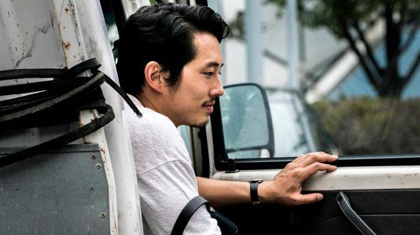 "Steven Yeun : la star de ""The Walking Dead"" renaît de ses cendres dans ""Burning"""