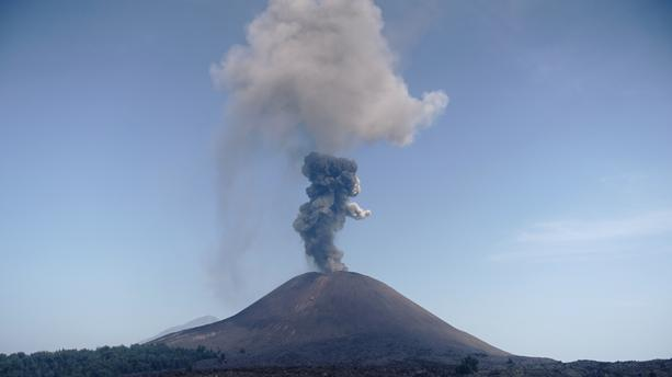 """L'enfant de Krakatoa"" : ce volcan à l'origine du tsunami de Java et Sumatra"