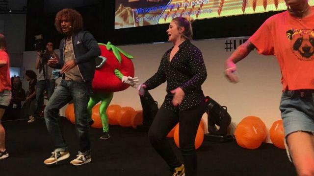 Jeu vidéo : à la Gamescom 2017, Laurent Maistret danse avec les gamers